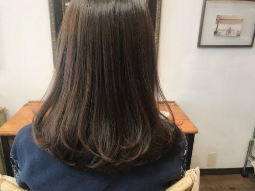 ストカールでナチュラルストレーに毛先ふんわりカールで−5歳のツヤ髪に